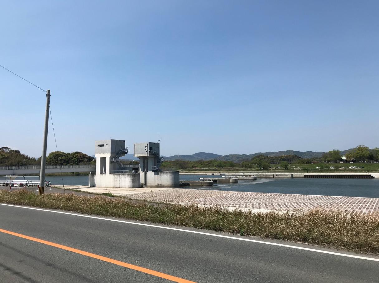 遠賀川水源地ポンプ室向かいの遠賀川