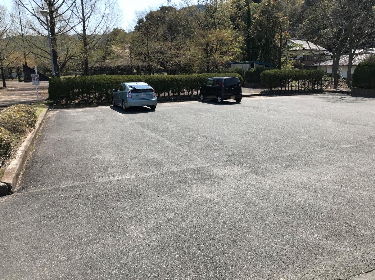 山神ダムの駐車場