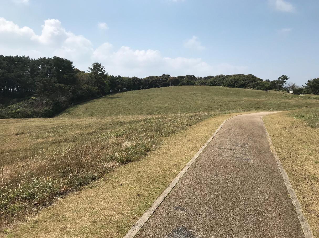 七ツ釜(唐津)の上には芝生の広場がある