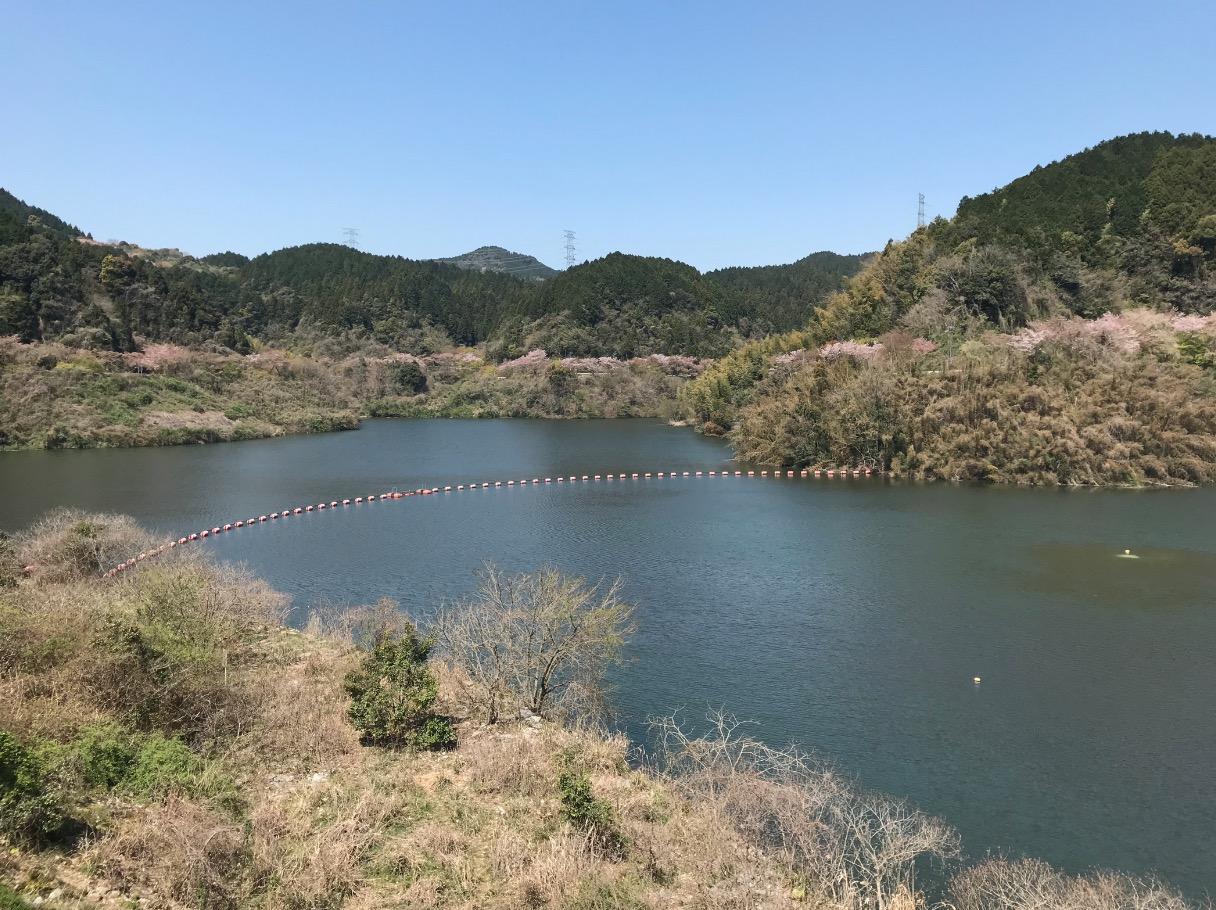 山神ダムのダム湖