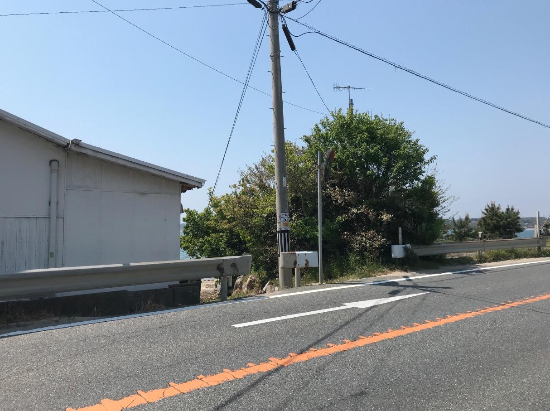 箱島神社へ向かう海岸への降り口