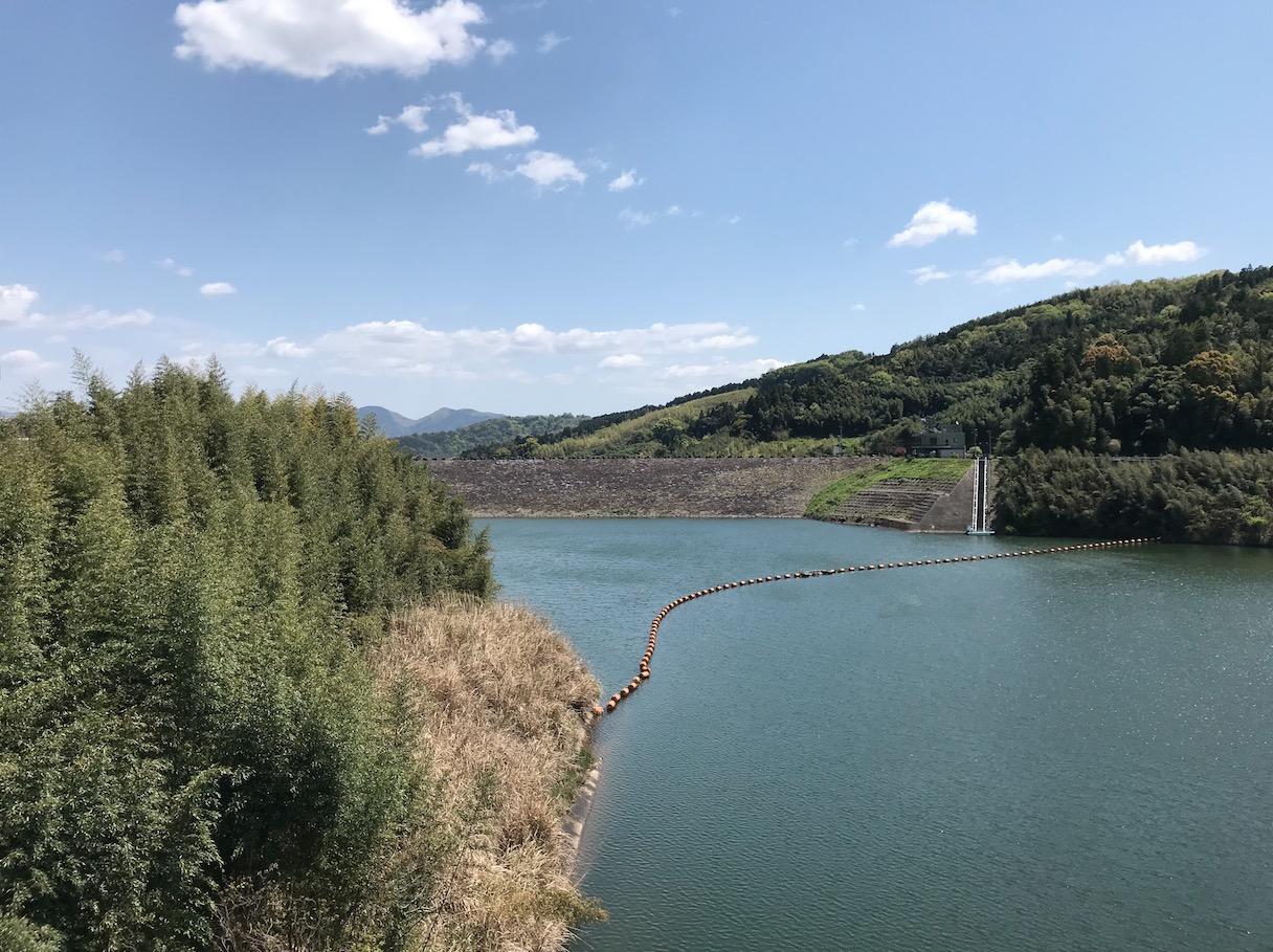 藤波ダムのダム湖(巨瀬の大橋から)