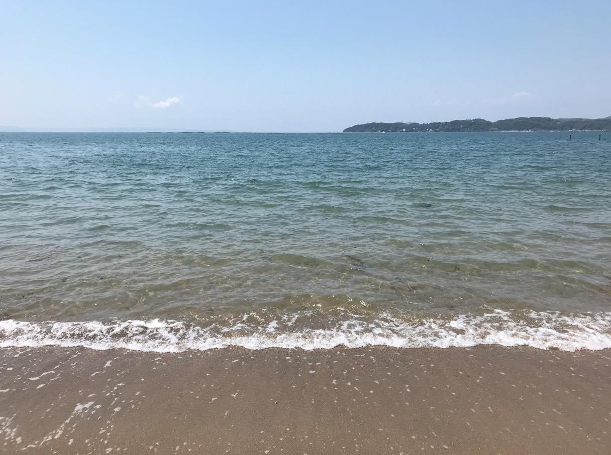 箱島神社へ向かう浜