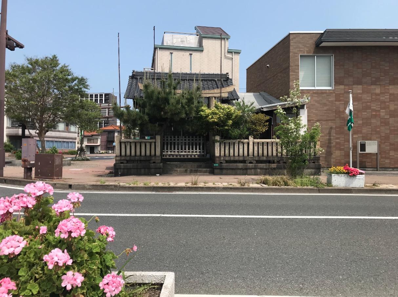 弁財天上陸場の向かいにある厳島神社