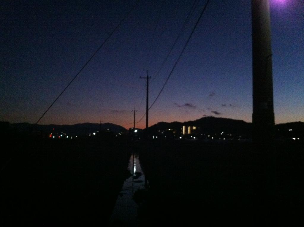 人知れず、月の夕焼け