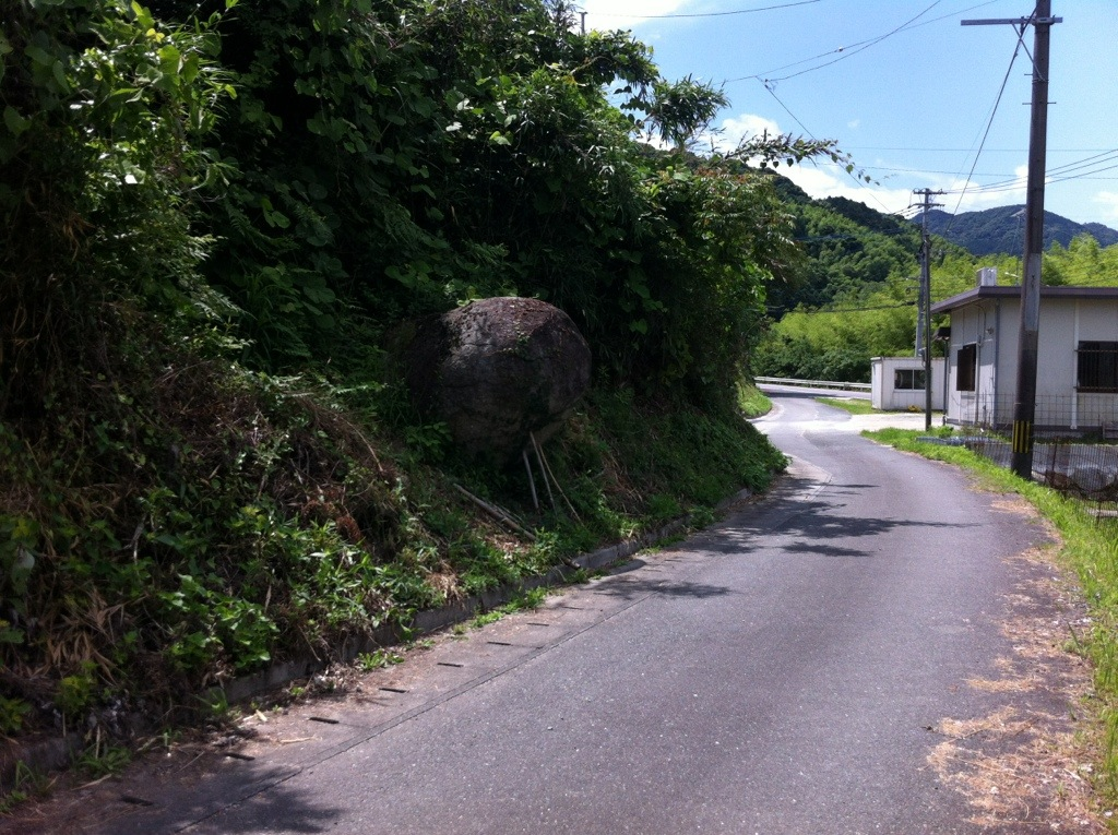 つっぱり石(市ノ瀬)