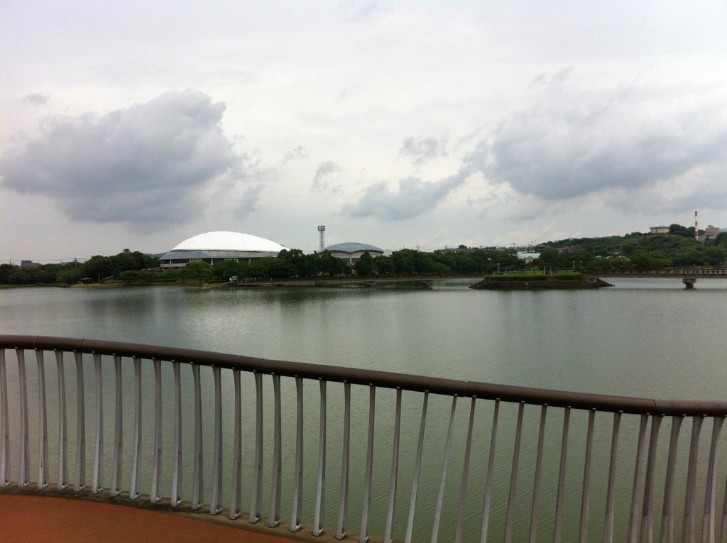 駕与丁公園の水鳥橋からr見た粕谷ドーム