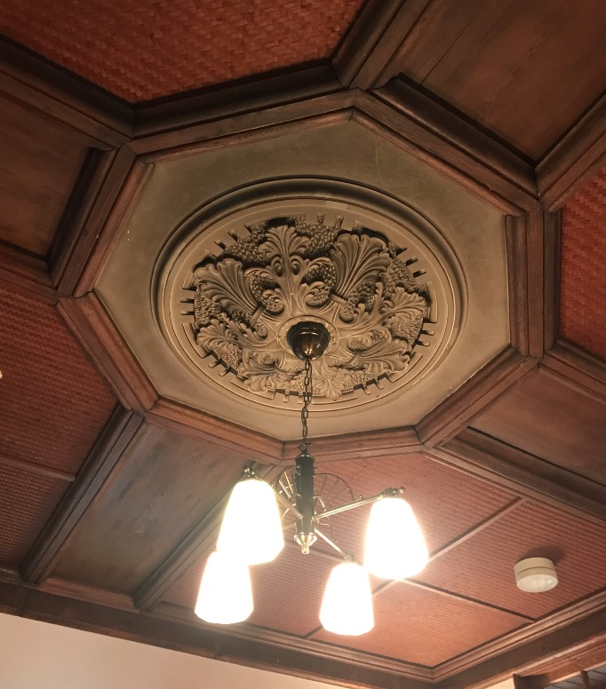 旧古賀銀行の内部装飾