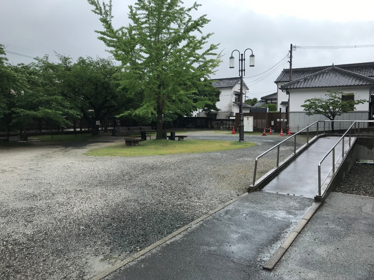 旧古賀銀行の駐車場