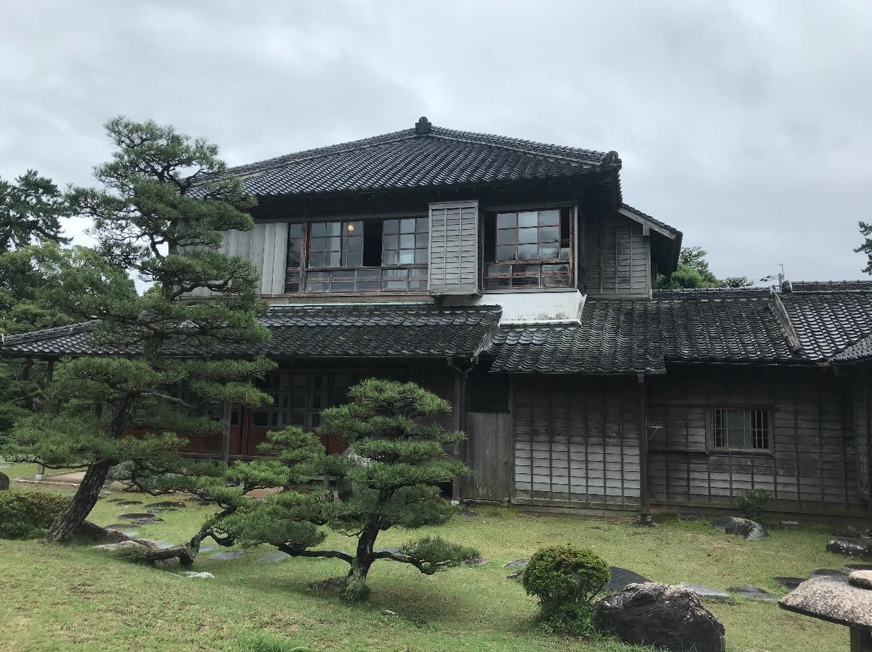 旧高取邸(唐津)庭園側から見た外観
