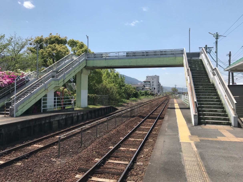 田主丸駅のホームにかかる歩道橋