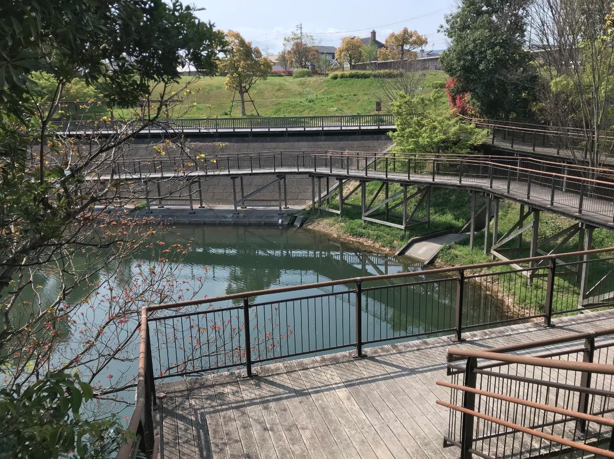 日の浦池公園の水辺遊歩道(大野城市)