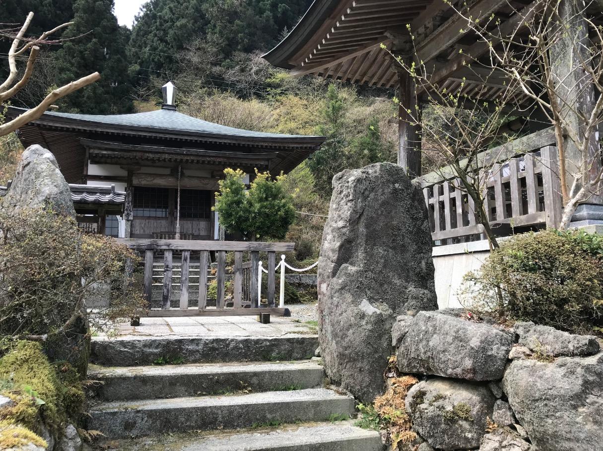 白糸の滝のお寺