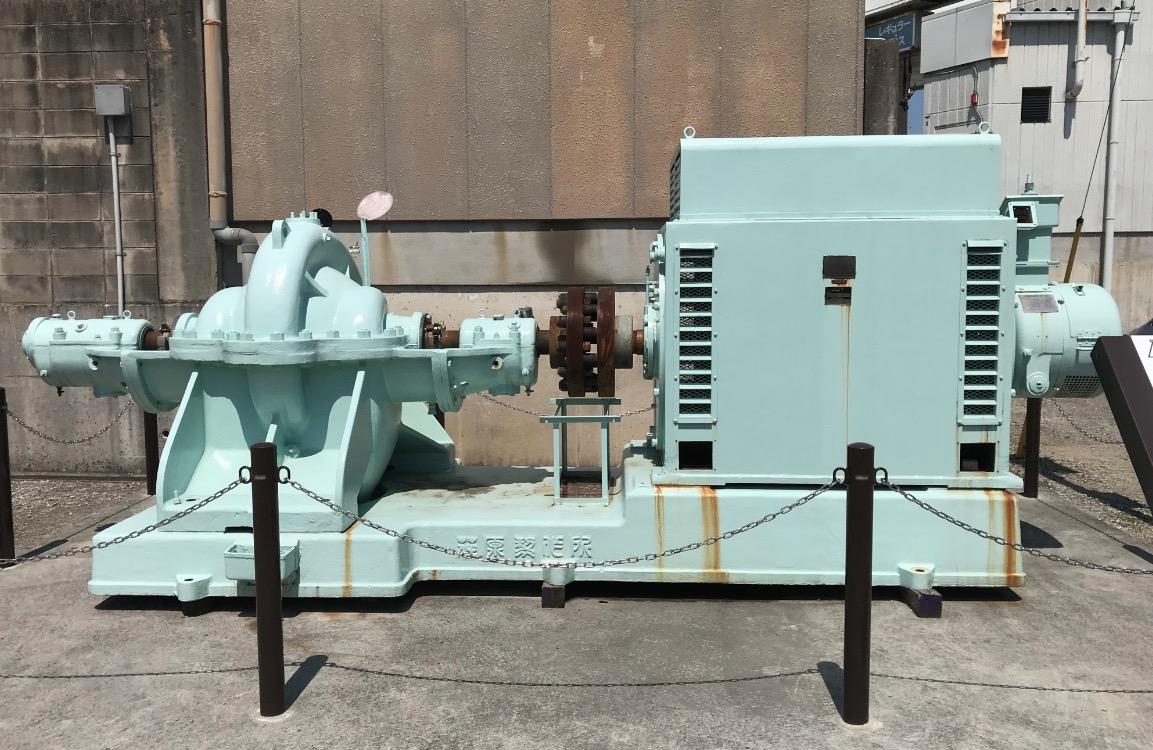 遠賀川水源地ポンプ室の電動ポンプ