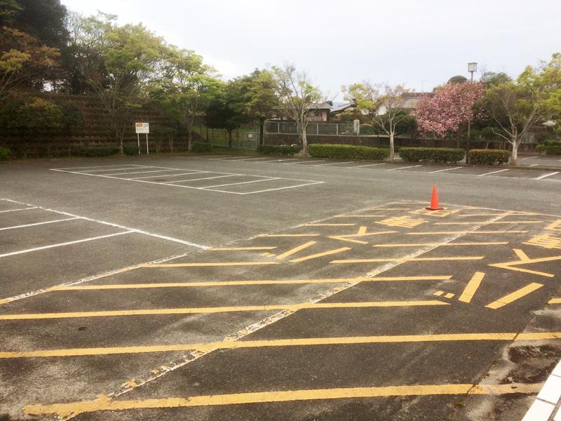 白水大池公園の正面入口駐車場