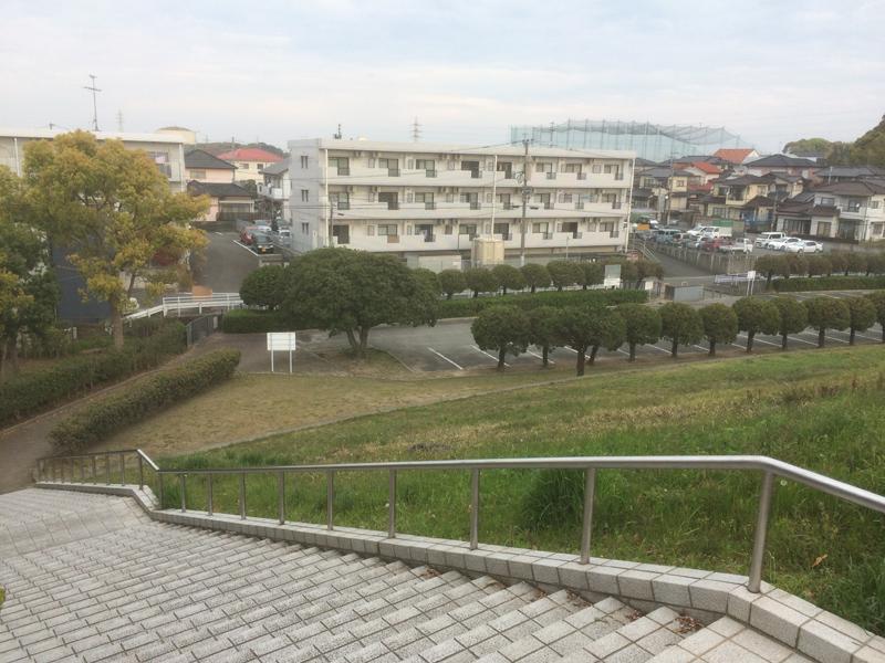 白水大池公園の北駐車場(階段の上から)