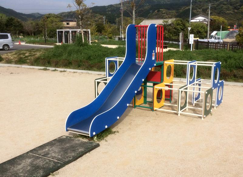 裂田溝公園(那珂川市)裂田溝公園(那珂川市)の子ども用滑り台